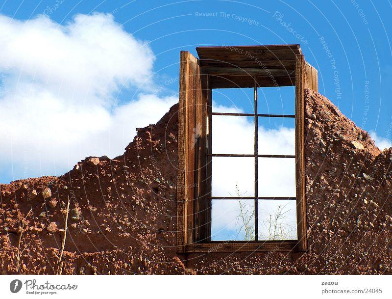 Fenster mit Aussicht! Haus Gebäude Wolken Raum Ruine Abrissgebäude Zukunft Architektur Himmel Freiheit