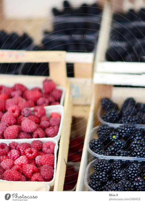 Him&Brom Lebensmittel Frucht Ernährung Bioprodukte Vegetarische Ernährung frisch lecker saftig süß rosa Obst- oder Gemüsestand Wochenmarkt reif Himbeeren