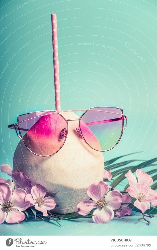 Kokosnuss cocktail mit rosa Sonnenbrille Ferien & Urlaub & Reisen Sommer schön Erholung Freude Strand Stil Party Design Kreativität Trinkwasser Getränk trendy