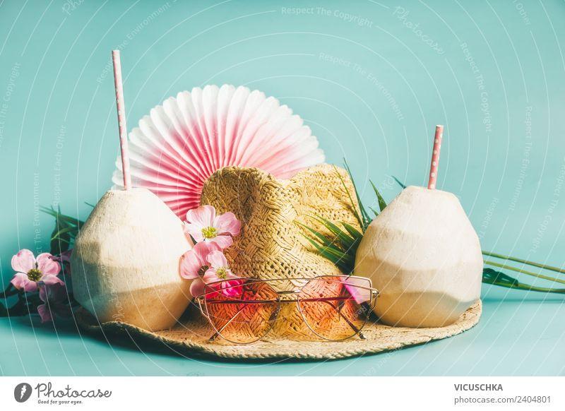 Sommerferien. Strohhut mit Sonnenbrillen und kokosnusswasser Ferien & Urlaub & Reisen Erholung Strand Reisefotografie Lifestyle gelb Stil Tourismus Mode rosa