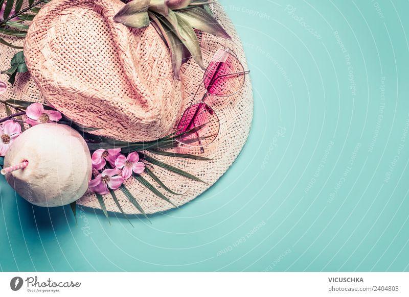 Strohhut mit tropischen Blumen, Sonnenbrillen und Kokosnuss Ferien & Urlaub & Reisen Sommer Strand Hintergrundbild Stil Tourismus Mode rosa Design