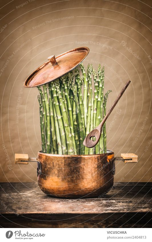 Grüne Spargel im Kochtopf Gesunde Ernährung Foodfotografie Hintergrundbild Stil Lebensmittel Design Küche Gemüse Bioprodukte Restaurant Essen zubereiten Diät