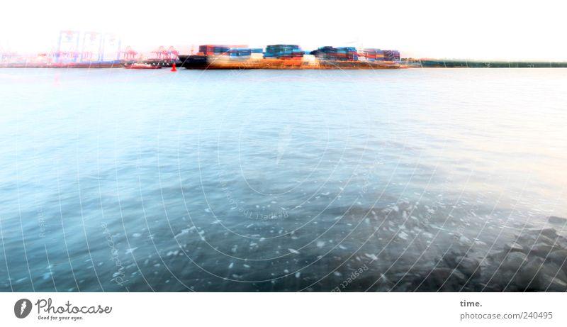 Die vom anderen Ufer Wirtschaft Industrie Güterverkehr & Logistik Wasser Flussufer Hafenstadt Menschenleer Industrieanlage Container nass blau ästhetisch