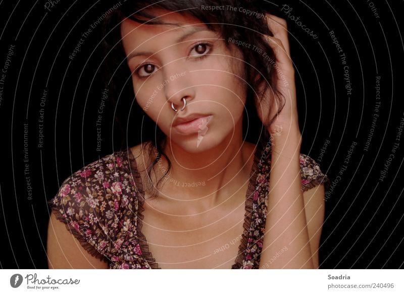 I'll still be there at the end... schön Gesicht ruhig Junge Frau Jugendliche Erwachsene Auge 1 Mensch 18-30 Jahre Accessoire Schmuck Ring Piercing Blick