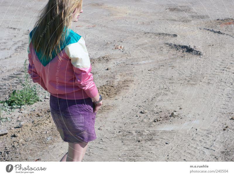 WorldEndParty/15 (Soldaten nahezu ganze Armeen) Jugendliche schön Gefühle Haare & Frisuren Stil Stimmung Junge Frau blond stehen Coolness violett Jacke Rock