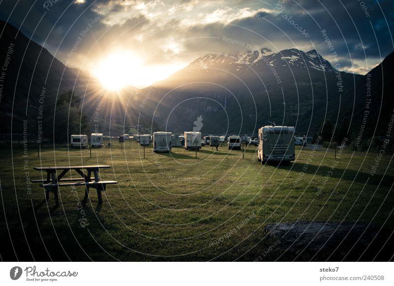 Camperkino Wolken Wiese Schneebedeckte Gipfel Fjord Wohnmobil blau grau grün Ferien & Urlaub & Reisen Norwegen Campingplatz Bank Geiranger Farbfoto