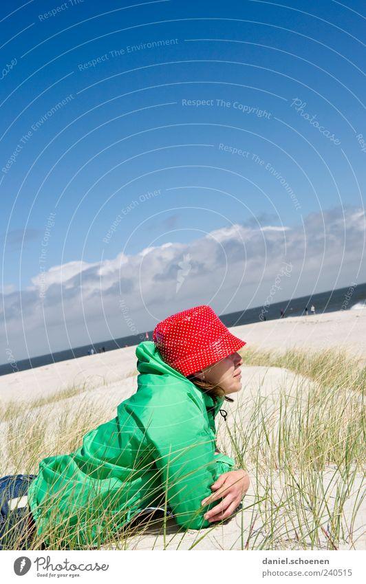 neulich am Strand von S. Mensch Frau Himmel blau Ferien & Urlaub & Reisen rot Sommer Meer ruhig Erwachsene Erholung Freiheit Zufriedenheit liegen