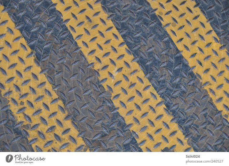 Riffelblech Metall Stahl Streifen gelb schwarz Farbe Ordnung Sicherheit Blech rutschfest wetterfest Stahlblech rutschsicher Farbfoto Muster Strukturen & Formen