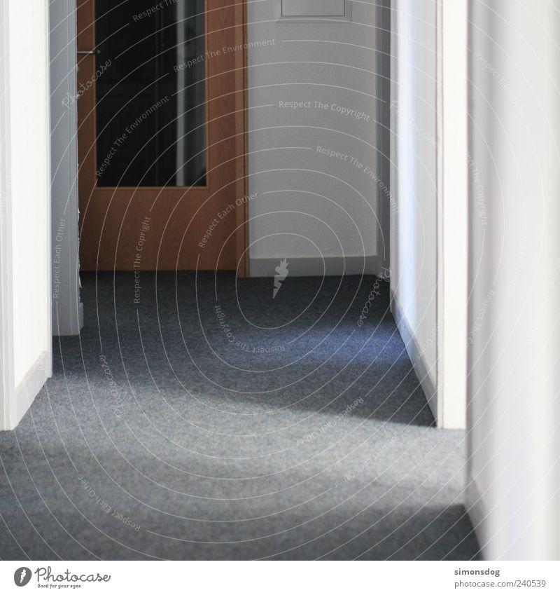 zwischen tür und angel weiß dunkel grau hell Tür Wohnung Flur Teppich Gang