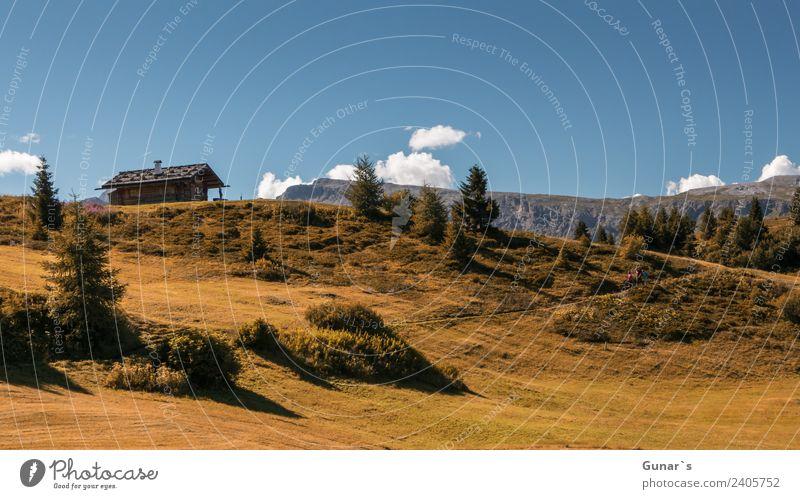 Berghütte auf der berühmten Seiseralm, Schlern, Indian Summer Erholung Ferien & Urlaub & Reisen Tourismus Ausflug Abenteuer Freiheit Camping Sommerurlaub