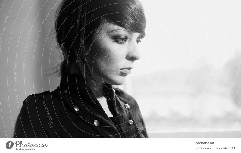 fotogräfin. Mensch Jugendliche schön Erwachsene feminin Mode Junge Frau elegant 18-30 Jahre ästhetisch einzigartig dünn schwarzhaarig Scheitel kurzhaarig