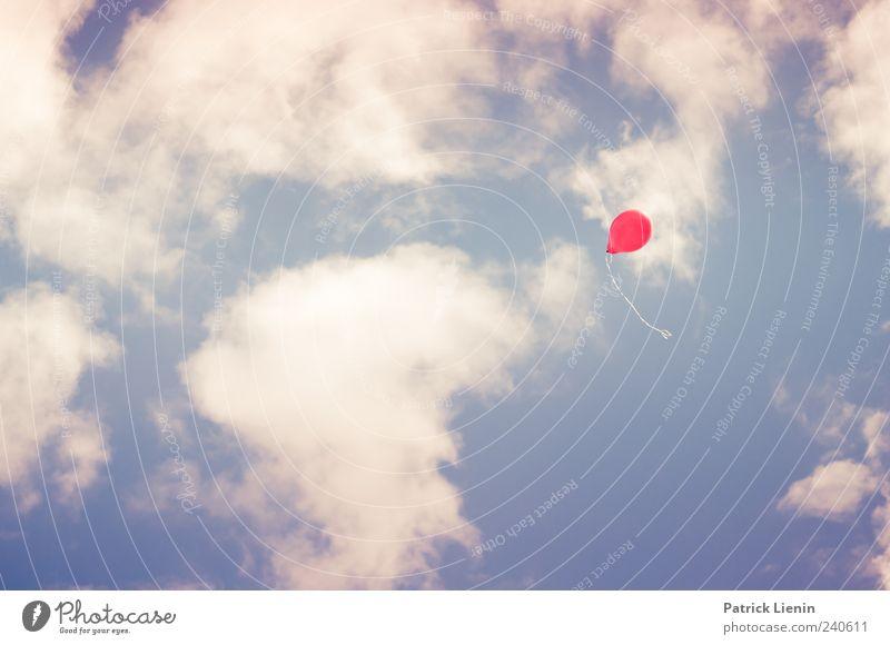 Ich will ein Luftballon Freizeit & Hobby Umwelt Urelemente Himmel Wolken Wetter Schönes Wetter fliegen frisch hell rot Stimmung Einsamkeit träumen fliegend hoch
