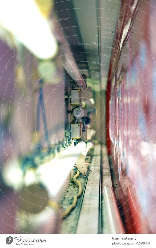 Leuchtraum Werbebranche Handwerk Aussenwerbung Leuchtreklame Schilder & Markierungen grau grün rosa rot Farbfoto Innenaufnahme Detailaufnahme Menschenleer