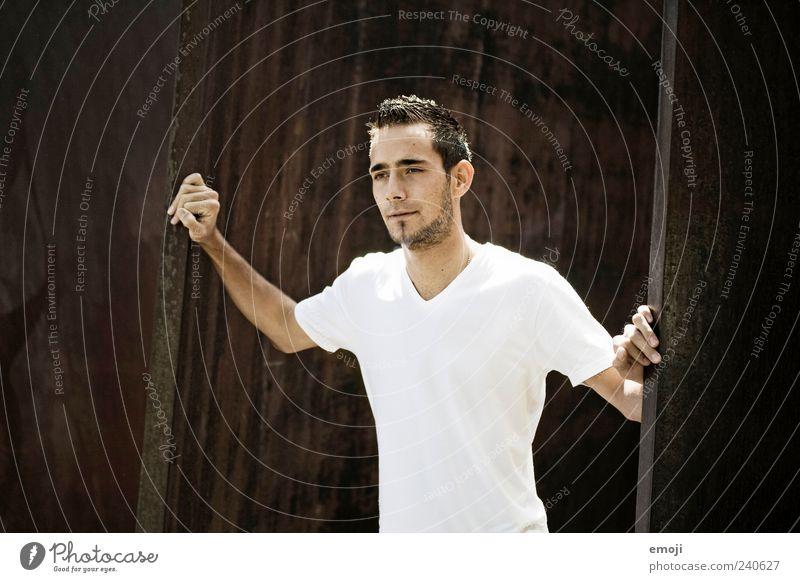standing there maskulin Junger Mann Jugendliche 1 Mensch 18-30 Jahre Erwachsene T-Shirt Bart Dreitagebart Coolness schön einzigartig selbstbewußt stehen
