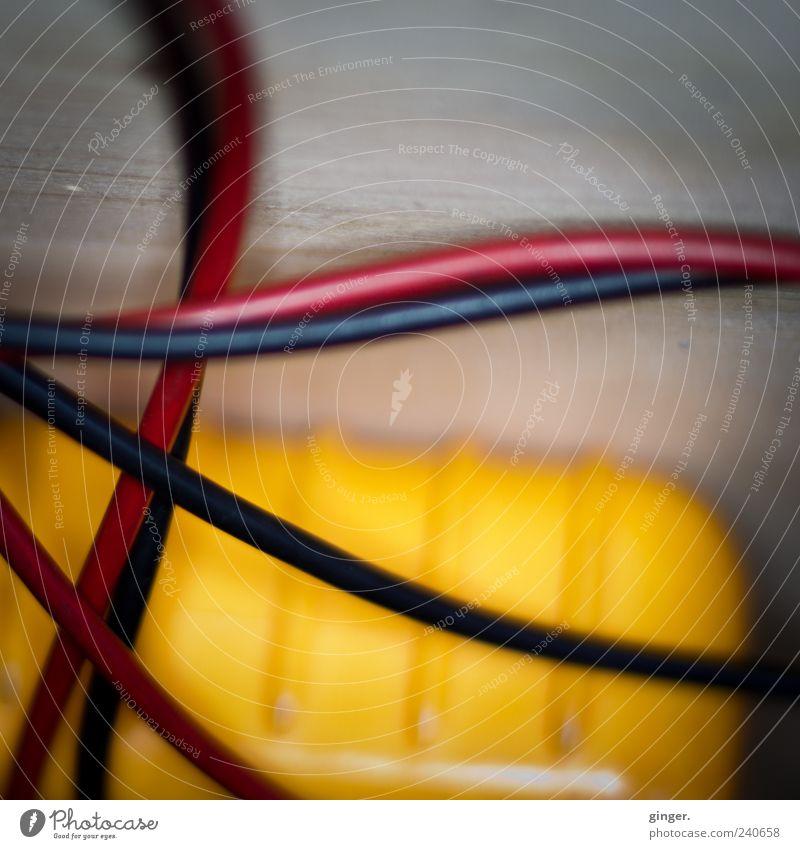 + und - *[under pressure] Spannungsmessgerät Werkzeug Messinstrument Technik & Technologie High-Tech Energiewirtschaft gelb schwarz weiß messen Plus minus