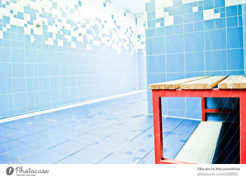 das beste am training (II) Sportstätten Schwimmbad blau rot Dusche (Installation) Umkleideraum Hocker Stuhl nass Bad Schwimmhalle Fliesen u. Kacheln