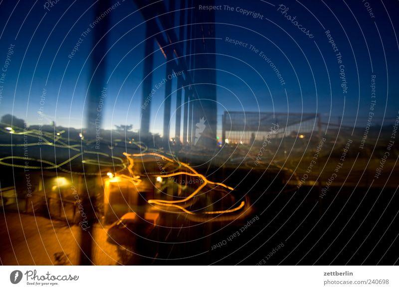 Sommernacht Haus Stadt Stadtzentrum Skyline Hochhaus Industrieanlage Bauwerk Gebäude Architektur Mauer Wand trendy Berlin Gitter Nacht Himmel Nachthimmel
