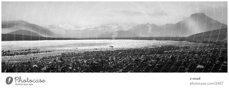Steinwüste i. Hochland v. Island Wolken heiß Gletscher Hochebene Stimmung Wasser Schwarzweißfoto