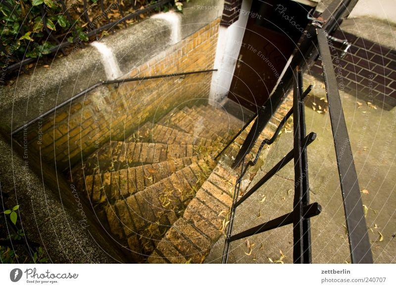 Kellertreppe alt Haus Wand Architektur Mauer Gebäude Tür Fassade Treppe Häusliches Leben Geländer Bauwerk Backstein Treppengeländer Eingang Eisen