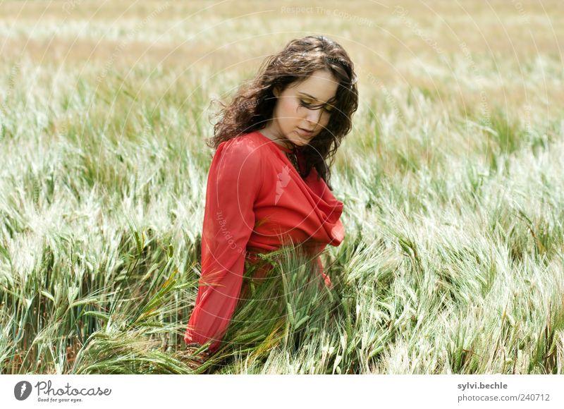 """""""Feldhase"""" Mensch Natur Jugendliche grün rot Sommer ruhig Erwachsene Erholung Umwelt feminin Leben Bewegung Freiheit Haare & Frisuren Junge Frau"""