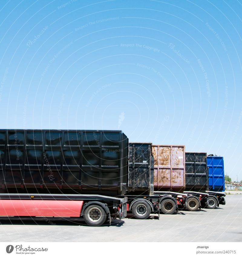 Transport Arbeit & Erwerbstätigkeit Wirtschaft Güterverkehr & Logistik Unternehmen Wolkenloser Himmel Verkehr Verkehrsmittel Lastwagen beweglich Mobilität