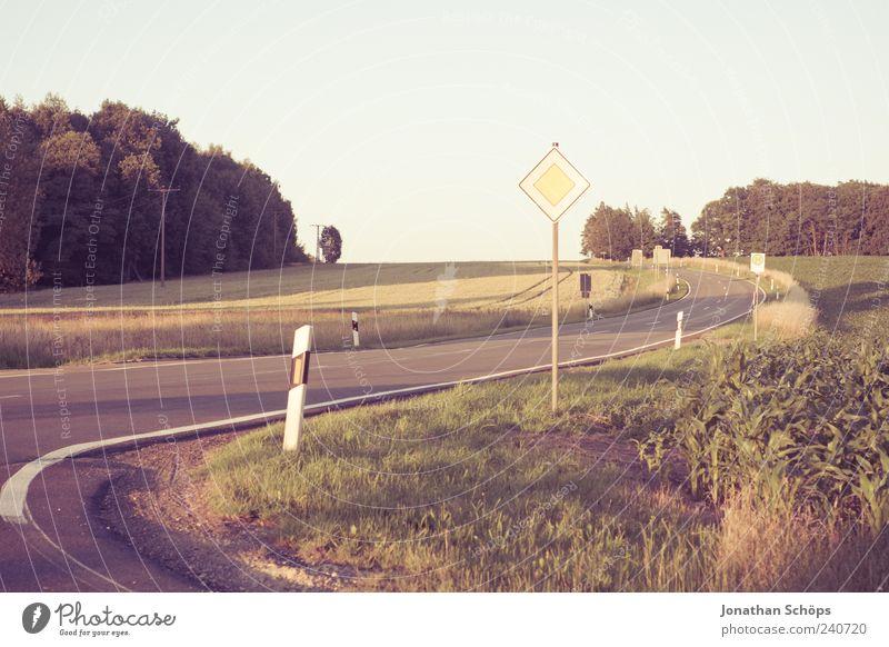 Schlängelstraße Himmel Natur Ferien & Urlaub & Reisen Sommer Umwelt Landschaft Straße Gefühle Wege & Pfade Freiheit Stimmung Feld Schilder & Markierungen