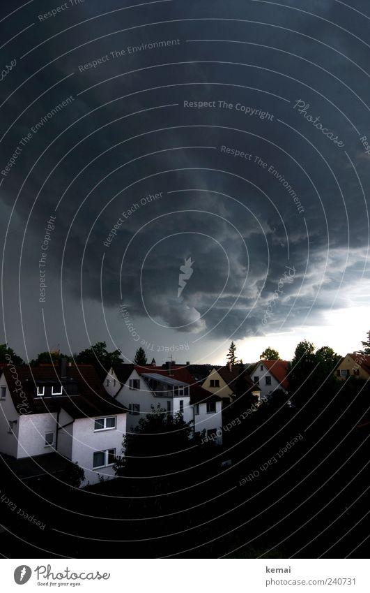 Hagelsturm Himmel Natur Stadt Sommer Wolken Haus Umwelt Landschaft dunkel Angst Klima Urelemente bedrohlich Dorf Unwetter Gewitter