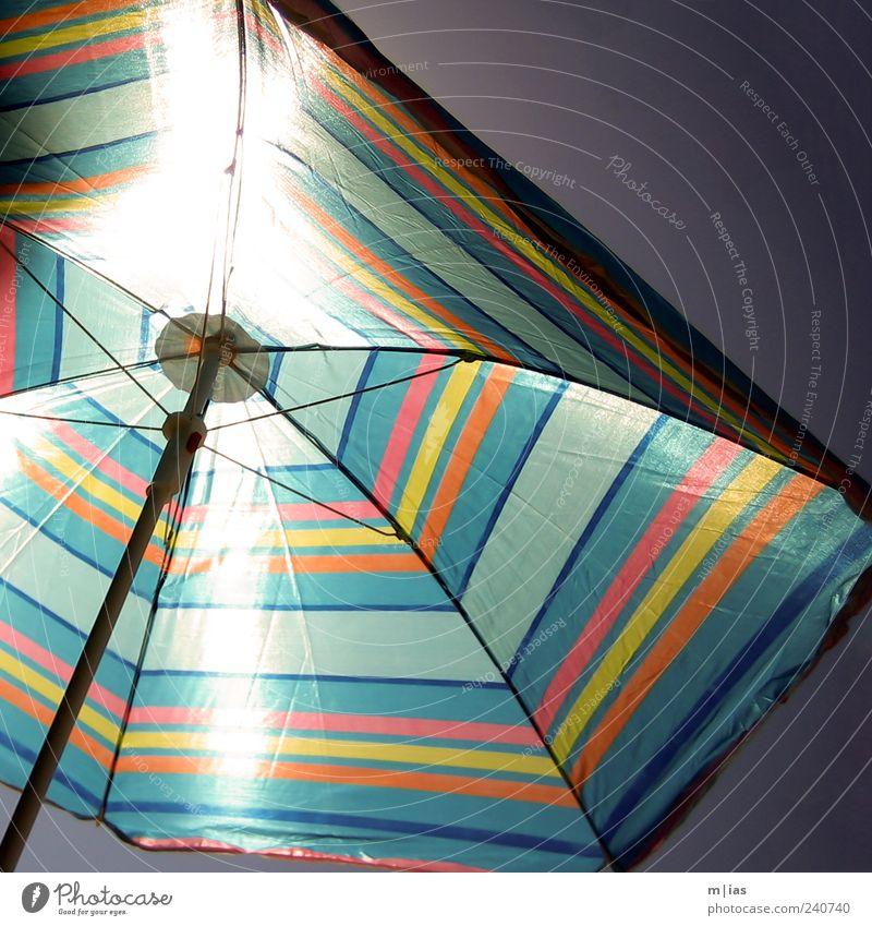 für 3 Euro am Strandkiosk blau Ferien & Urlaub & Reisen Sonne Sommer Erholung Ferne träumen hell orange Tourismus Streifen Schönes Wetter Schutz Kunststoff Kitsch heiß