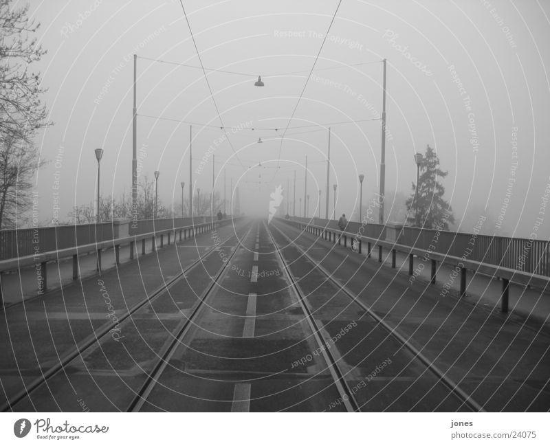 brücke ins nichts Nebel Gleise Architektur Brücke Schwarzweißfoto Kanton Bern