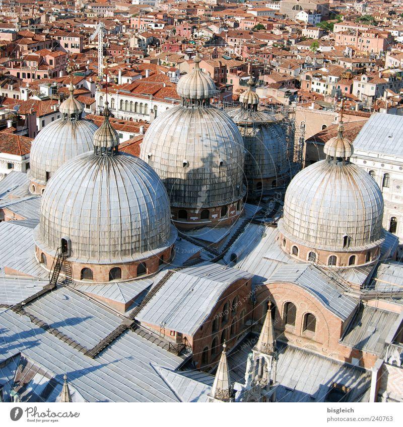Basilica di San Marco / Venedig I Stadt grau braun Europa Kirche Dach Italien Stadtzentrum Dom Sehenswürdigkeit Altstadt Kuppeldach Hafenstadt