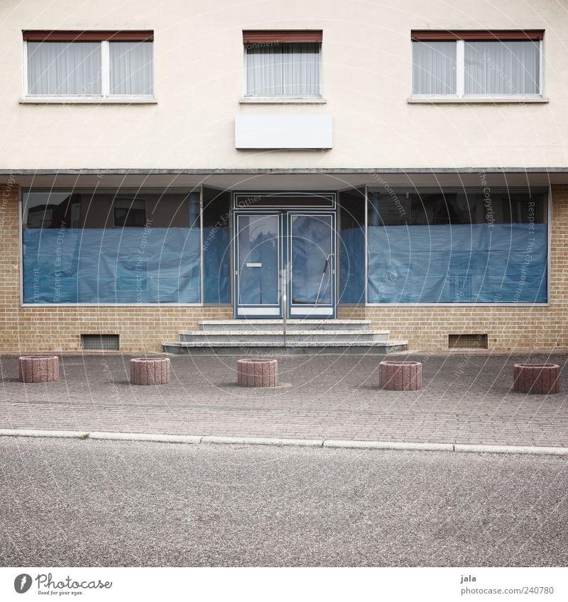 geschäftsaufgabe Haus Straße Fenster Architektur Wege & Pfade Gebäude Tür Fassade Treppe trist Bauwerk