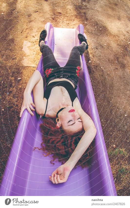 Mensch Jugendliche Junge Frau Sommer schön Erholung 18-30 Jahre Erwachsene Lifestyle feminin Stil Mode Haare & Frisuren Freizeit & Hobby Park träumen