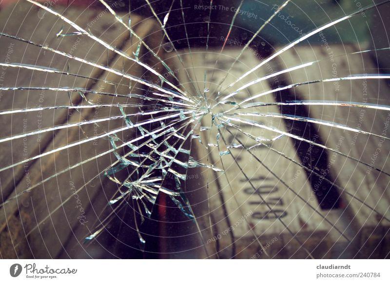 1979 Verpackung Holz Glas kaputt Glasscheibe Fensterscheibe gesplittert gebrochen Zerbrochenes Fenster einschlagen Splitter Holzkiste Jahrgang Lager Zerstörung