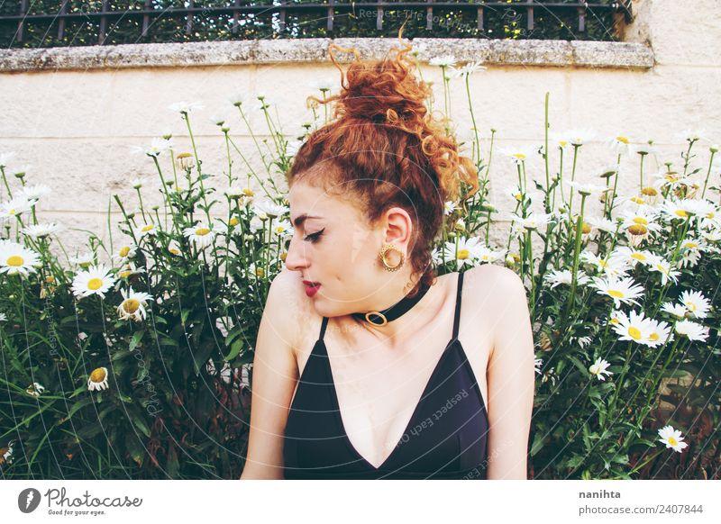 Mensch Natur Jugendliche Junge Frau Sommer Pflanze schön grün Blume Erholung 18-30 Jahre Erwachsene Lifestyle Frühling natürlich feminin