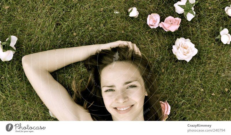 Feeling of Spring Natur weiß grün Erholung Wiese Glück Garten Junge Frau Erde Zufriedenheit rosa liegen frei Fröhlichkeit Rose Lächeln