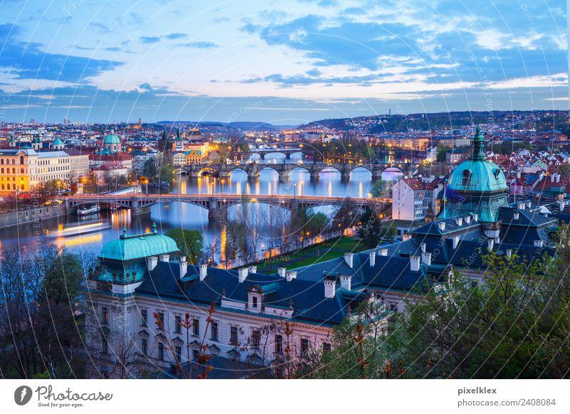 Prag, Tschechien Ferien & Urlaub & Reisen Stadt Landschaft Haus Ferne Architektur Gebäude Tourismus Aussicht Europa Brücke historisch Turm Fluss Dach