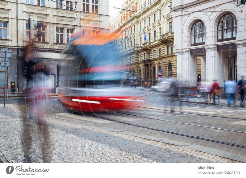 Tram in der Prager Altstadt, Tschechien kaufen Ferien & Urlaub & Reisen Tourismus Ausflug Sightseeing Städtereise Europa Stadt Hauptstadt Stadtzentrum
