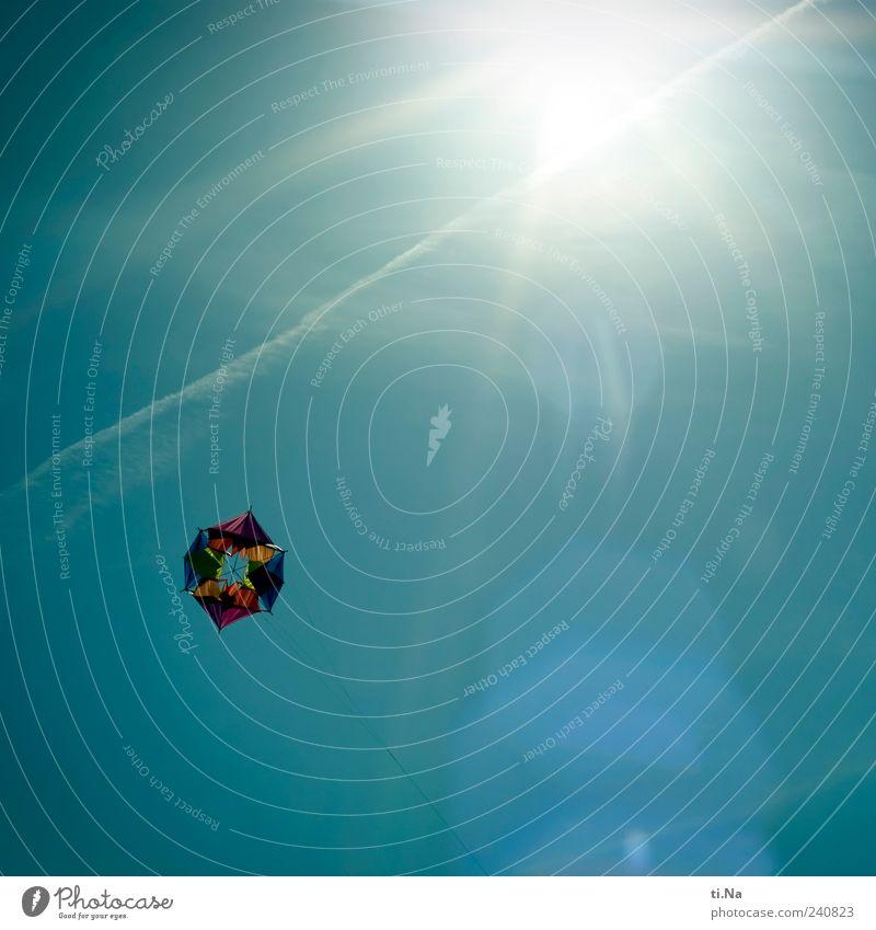 Davonfliegen Himmel blau Sommer Freude Umwelt Luft hell Wind Freizeit & Hobby Tourismus leuchten Schönes Wetter Lenkdrachen Reflexion & Spiegelung Gefühle