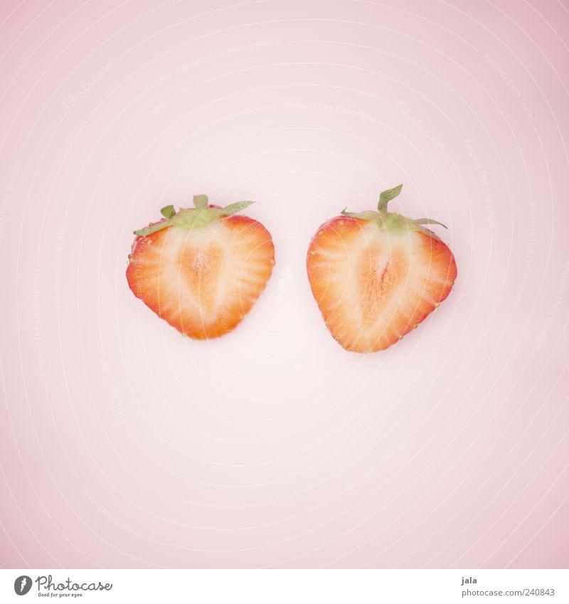 halbiert grün schön rot Zusammensein rosa Frucht Lebensmittel einfach Bioprodukte Hälfte Erdbeeren Vegetarische Ernährung Teile u. Stücke Beeren