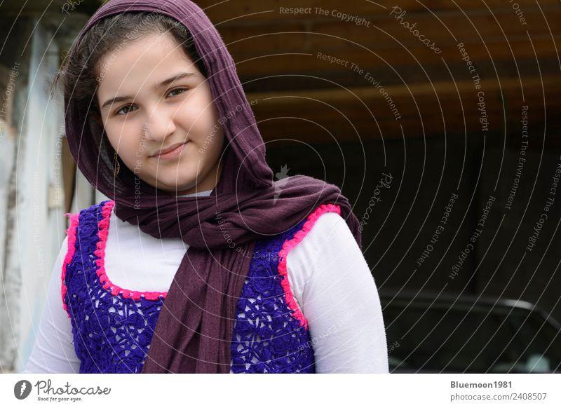 Porträt eines jungen, schönen Mädchens, das traditionelle Kleidung trägt. Lifestyle Stil Haut Gesicht Wellness Haus Mensch feminin Leben 1 8-13 Jahre Kind