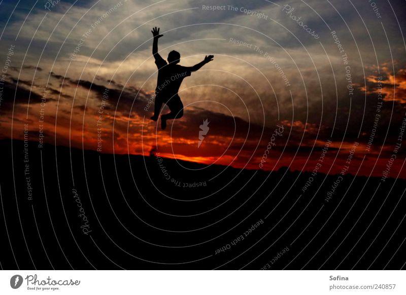 Angriff aus dem Himmel Erfolg Mensch 1 Wolken Horizont Sonnenaufgang Sonnenuntergang Sommer Schönes Wetter genießen springen toben fantastisch frei Glück schön