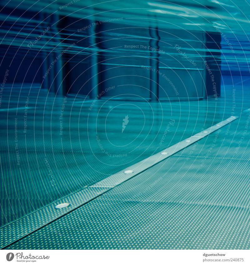 Underwater World 2 Schwimmbad Wasser Schwimmen & Baden tauchen Coolness Flüssigkeit nass blau ruhig Reinheit Surrealismus Farbfoto Gedeckte Farben Außenaufnahme