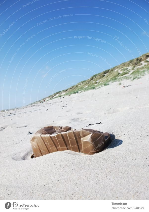 Strandgut Umwelt Natur Landschaft Sand Himmel Sommer Schönes Wetter Dänemark Menschenleer Kunststoffverpackung ästhetisch Müll Nordsee außergewöhnlich