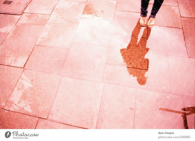 ich steh auf dich Mensch Wasser Sommer Ferne Wege & Pfade Stein träumen rosa außergewöhnlich Beton unten Flüssigkeit analog Surrealismus eckig schlechtes Wetter