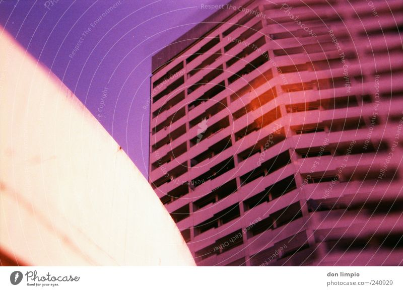 pink blurry building Stadt Haus Wand Mauer Gebäude rosa Beton hoch Hochhaus groß Häusliches Leben rund außergewöhnlich Warmherzigkeit Balkon analog