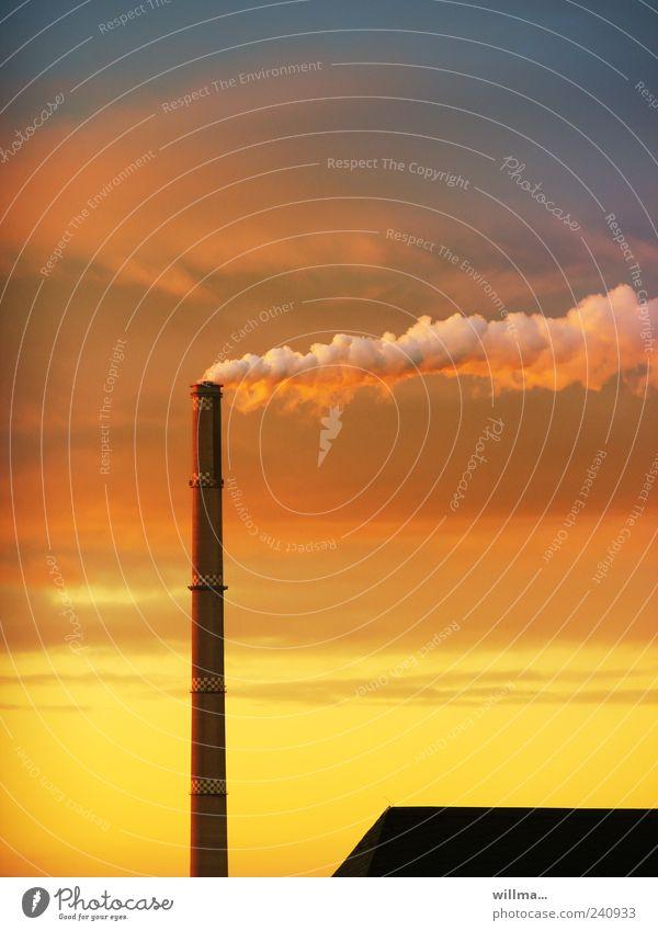 hans dampf im gegenwind Himmel rot gelb Wind Energiewirtschaft hoch Dach Rauch Abenddämmerung Schornstein Heizkraftwerk Chemnitz