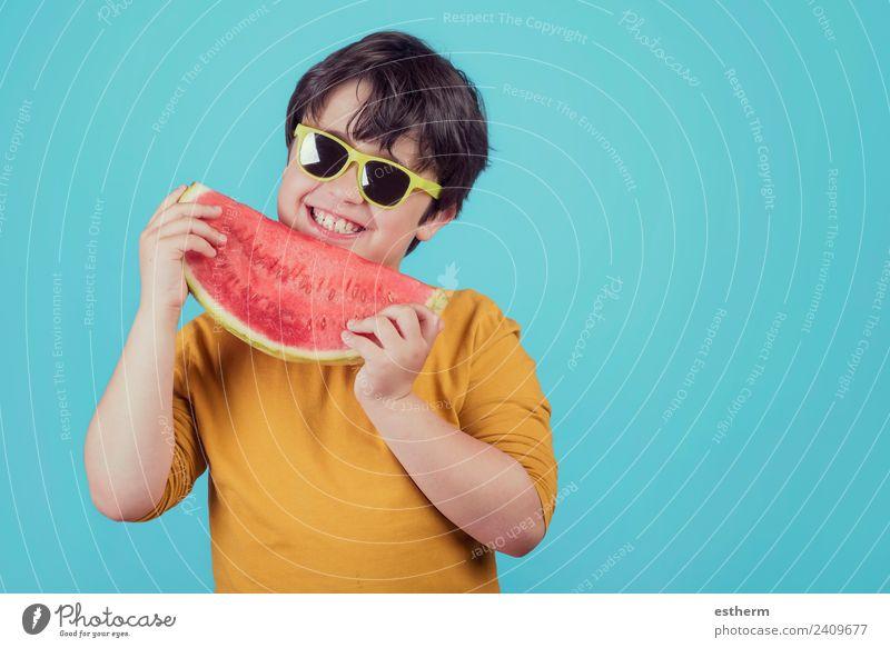 Kind Mensch Freude Essen Lifestyle Leben Gesundheit Junge Lebensmittel Frucht maskulin Ernährung Kindheit frisch festhalten Wellness