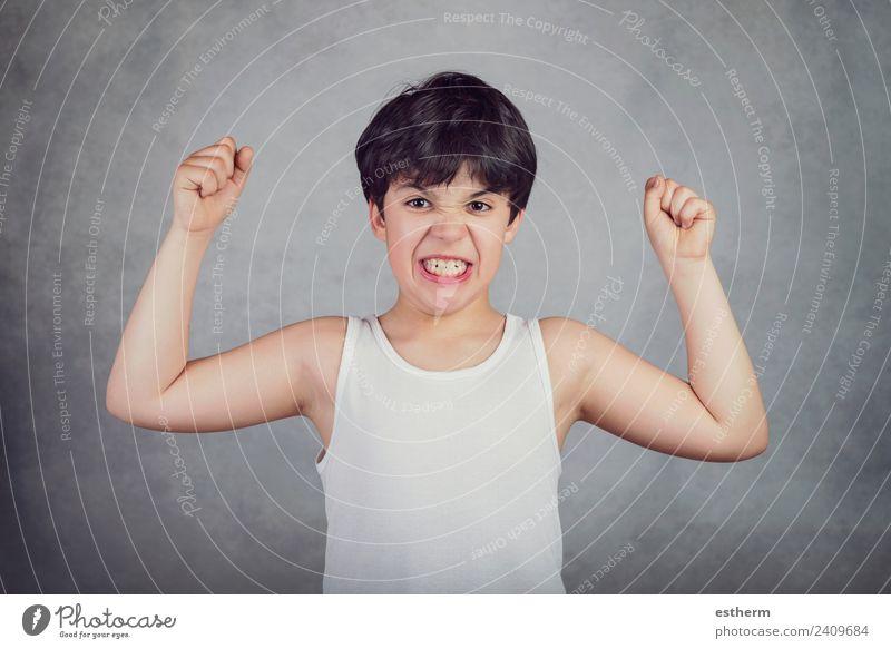 Kind, das seine Muskeln zeigt. Lifestyle Sport Fitness Sport-Training Sportler Hooligan Mensch maskulin Kleinkind Junge Kindheit 1 8-13 Jahre kämpfen stehen