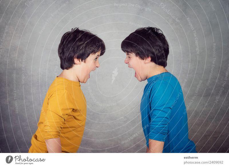 Wütende Kinder schreien Lifestyle Mensch maskulin Kleinkind Junge Geschwister Bruder Familie & Verwandtschaft Freundschaft Kindheit 2 8-13 Jahre Fitness stehen