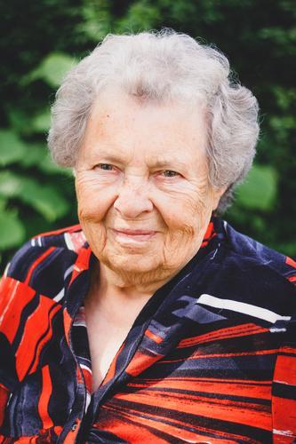 Großmütterchen VI feminin Weiblicher Senior Frau 1 Mensch 60 und älter alt sportlich Freundlichkeit Lebensfreude Vorsicht Gelassenheit Seniorenheim Großeltern